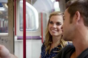couple-talking-train-main